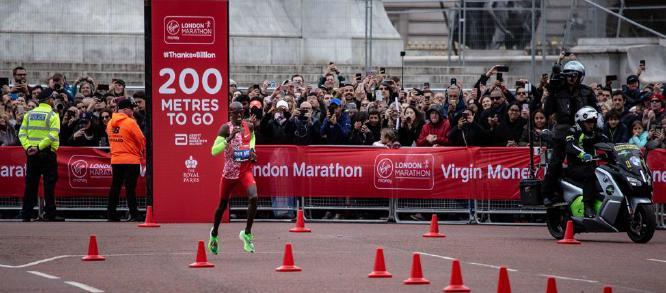 200 metres to go Sir Mo - Steve Ball