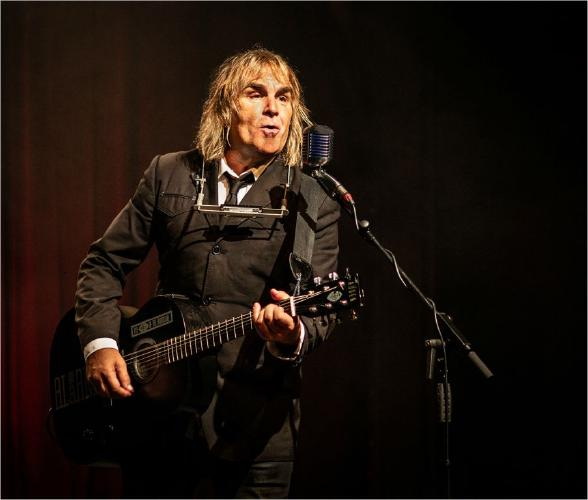 Mike Peters of the Alarm - Steve Ball