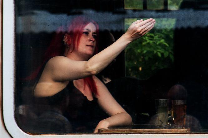 Essex Girl in a Railway Carriage - Steve Robinson