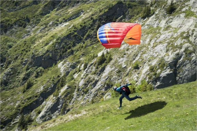 Hang Glider Taking Off - Vic Hainsworth
